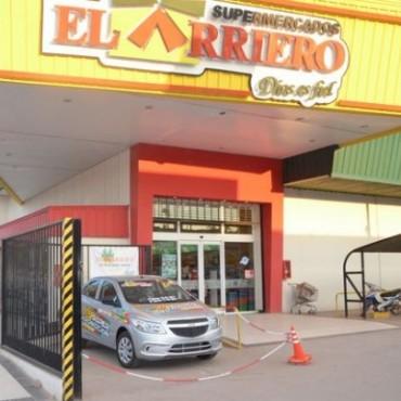 """EL PRIMER AUTO DE SUPERMERCADOS """"EL ARRIERO"""" YA TIENE DUEÑA"""