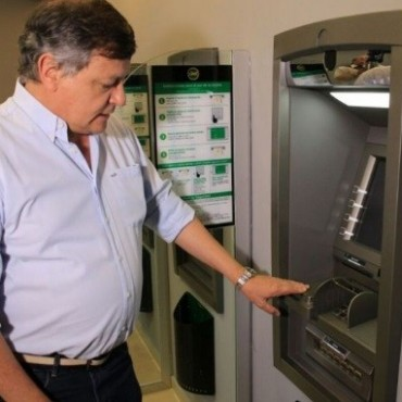 EL GOBERNADOR DOMINGO PEPPO ADELANTÓ EL PAGO DE SALARIOS PARA ESTATALES