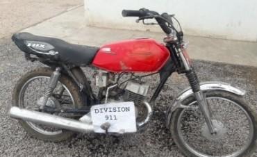 EN EL RESERVORIO NO HAY AGUA, PERO SI APARECEN MOTOCICLETAS ABANDONADAS