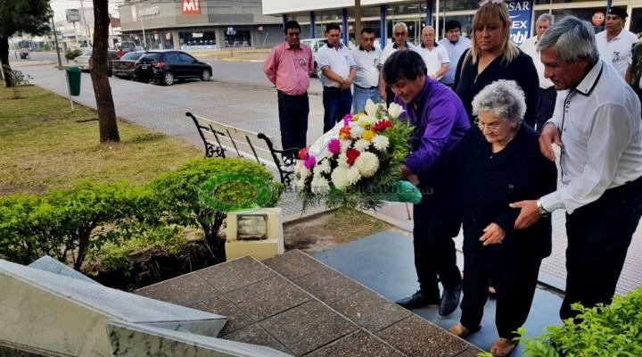 EMILIA FERNÁNDEZ PARTICIPO DE LA OFRENDA FLORAL EN EL MONUMENTO A LOS HÉROES DE MALVINAS