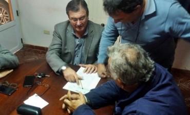 EL INTENDENTE HONCHERUK FIRMO UN CONVENIO CON SAMEEP PARA RECUPERAR UNA PLANTA DE AGUA