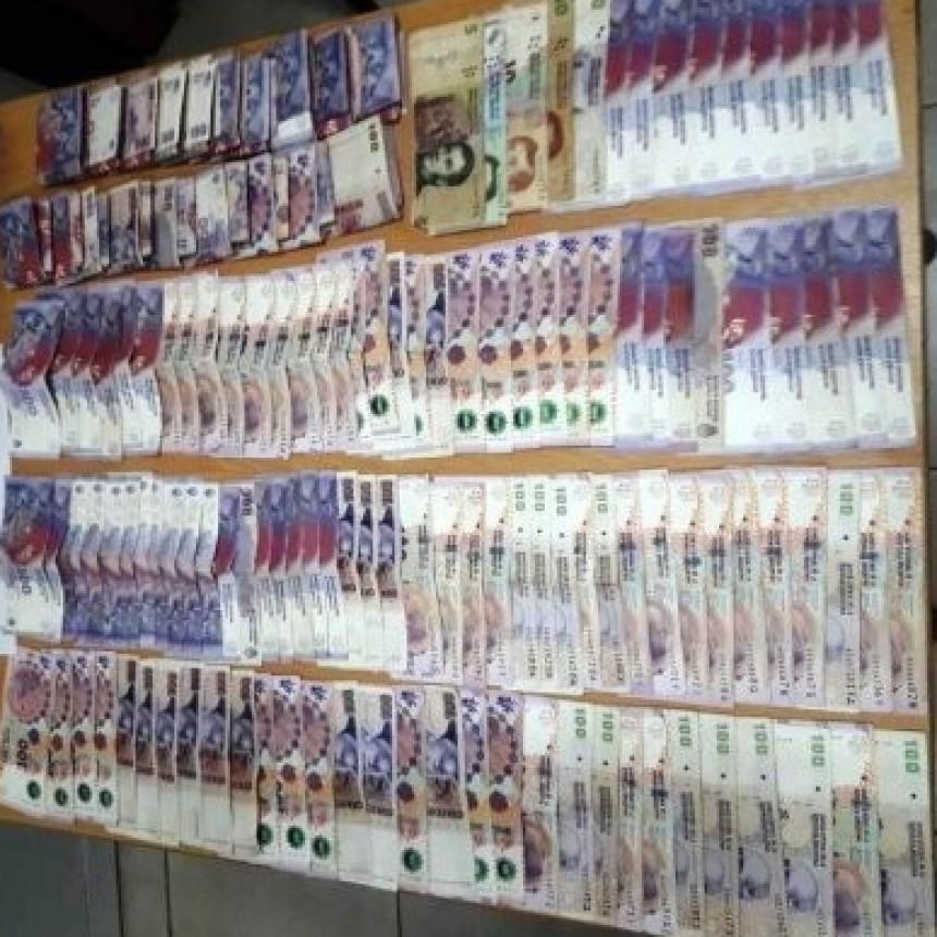 VILLA BERTHET: PERSONAL POLICIAL RECUPERO $30.000 QUE HABIAN SIDO ROBADOS