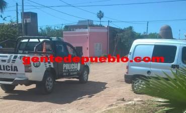 ROBARON DOCUMENTACIÓN Y UN REPUESTO DEL INTERIOR DE UNA CAMIONETA ESTACIONADA