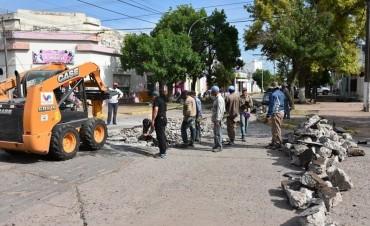SERVICIOS Y OBRAS PÚBICAS ARTICULAN TRABAJOS DE BACHEO EN EL CENTRO DE LA CIUDAD