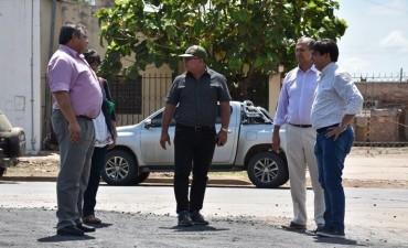 GUSTAVO MARTÍNEZ VISITÓ VILLA ÁNGELA Y VALORÓ LAS OBRAS DE PAVIMENTO QUE SE REALIZAN EN LA CIUDAD
