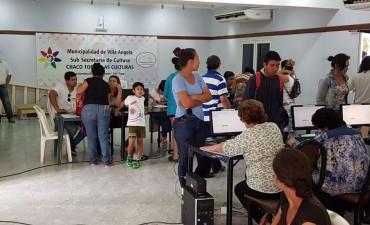 VILLA ÁNGELA: EMPLEADOS MUNICIPALES RECIBIERON SU BOLSÍN NAVIDEÑO