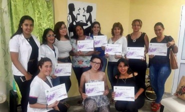 IMPORTANTE TALLER SOBRE TÉCNICAS DE MAQUILLAJE PARA COMPARSA EN NAILS AND COFFEE SPA