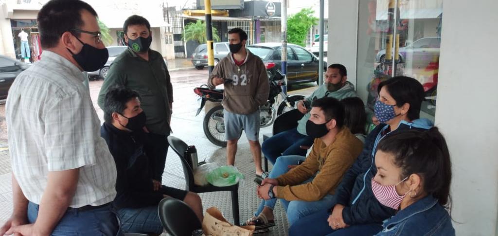 EMPLEADOS DE FUNCIONAL VILLALBA PASARON LA NOCHE FUERA DEL LOCAL.