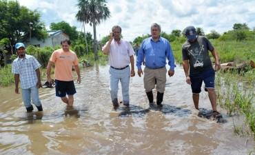 """INTENDENTE PAPP: """"CON UNA RETOEXCAVADORA VAMOS A LIMPIAR EL CANAL PARA ESCURRIR EL AGUA DEL BARRIO SANTA ELENA"""""""