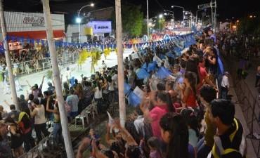 MULTITUDINARIA 3° NOCHE DE COMPARSAS MAYORES EN LOS SÚPER CARNAVALES 2017 DE VILLA ÁNGELA