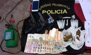 DIVISIÓN DROGAS SECUESTRO ESTUPEFACIENTES Y TRES ARMAS DE FUEGO