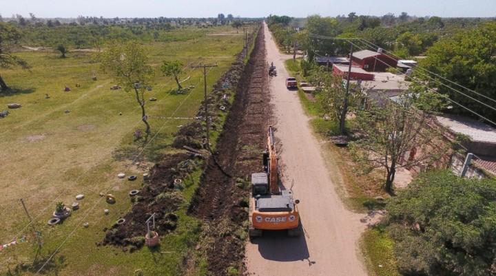 EL MUNICIPIO TRABAJA EN LIMPIEZA DE CANAL EN AVENIDA DEL TRABAJO