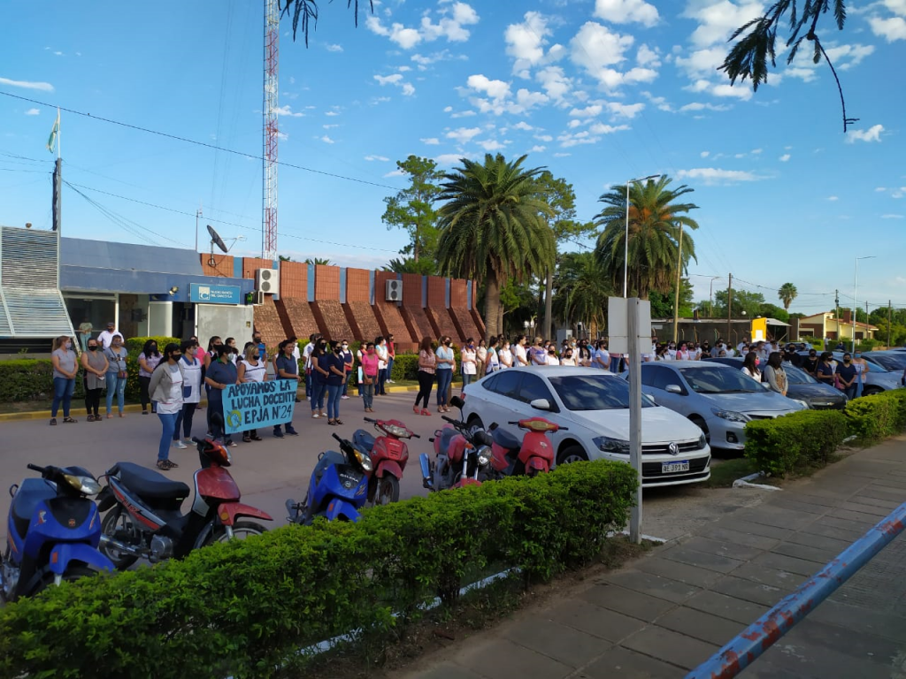 DÍA DE PRESENTACIÓN EN LAS ESCUELAS: DOCENTES DE SAN BERNARDO SE REUNIERON EN LA PLAZA CENTRAL