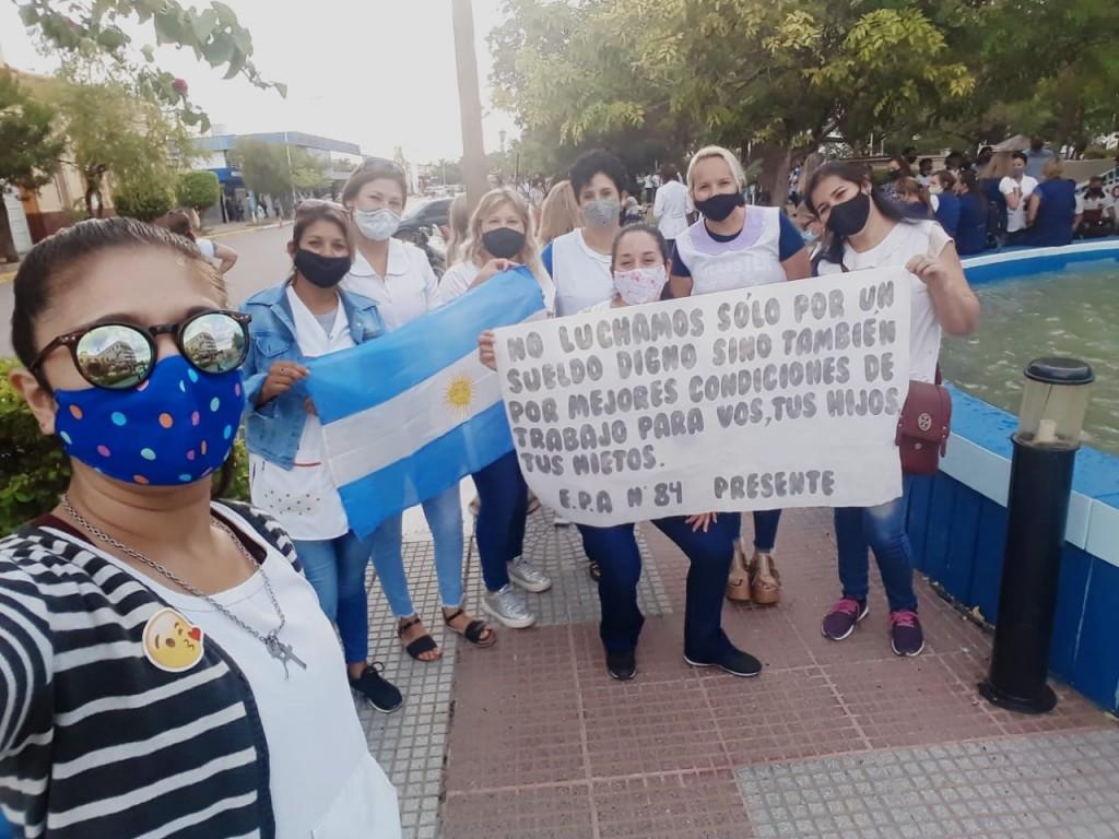 DOCENTES PRESENTAN PETITORIO EN LAS OFICINAS DEL INSSSEP