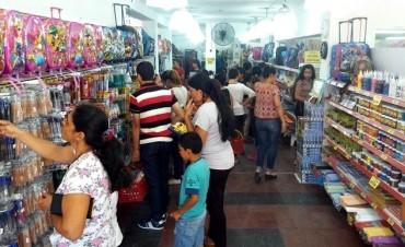 BUENA VENTA DE ÚTILES ESCOLARES EN LOS COMERCIOS DE LA CIUDAD