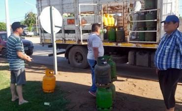 EXITOSO OPERATIVO DE VENTA DE GAS EN EL BARRIO 279 VIVIENDAS
