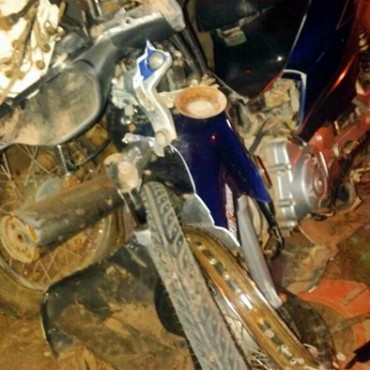ACCIDENTE EN EL ACCESO NORTE DEJA A DOS JÓVENES CON GRAVES FRACTURAS