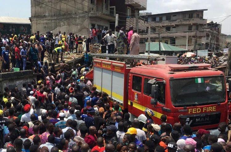 TRAGEDIA EN NIGERIA: SE DERRUMBÓ UNA ESCUELA Y HAY AL MENOS 100 NIÑOS ATRAPADOS