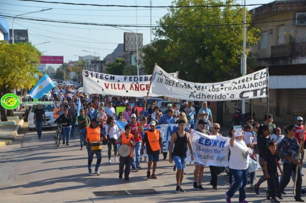 VILLA ÁNGELA: DOCENTES, LADRILLEROS, ENFERMEROS MARCHARON EN CONTRA DEL TARIFAZO DE LA LUZ