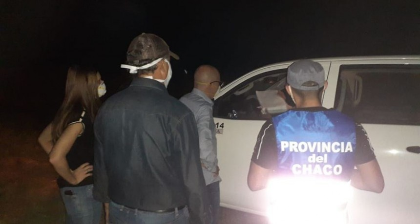 POR PRECAUCIÓN AÍSLAN A DOS EFECTIVOS POLICIALES QUE HABRÍAN TENIDO CONTACTO CON EL CHOFER DE LA CAMIONETA QUE NO DEJAN INGRESAR A SYLVINA