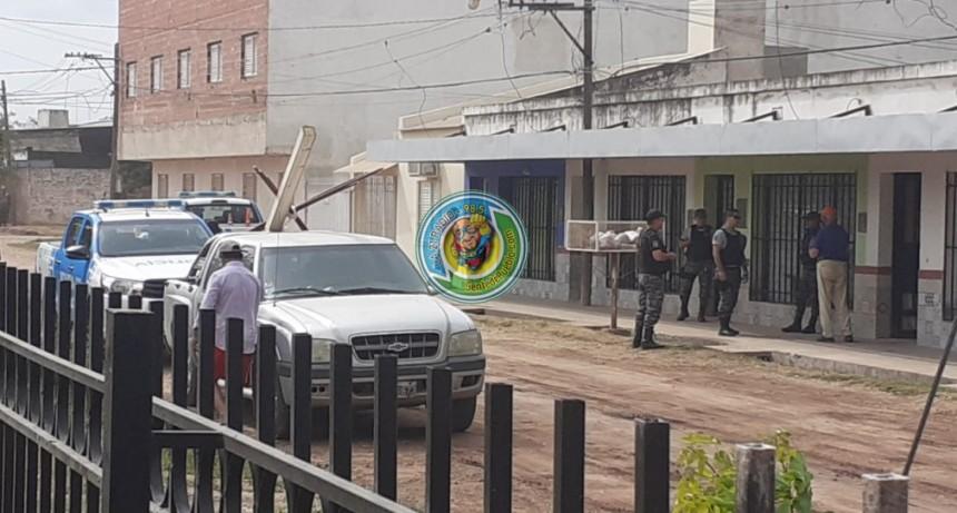 CANSADO DE SUS VECINOS SALIÓ Y LOS AMENAZO CON UN ARMA DE FUEGO