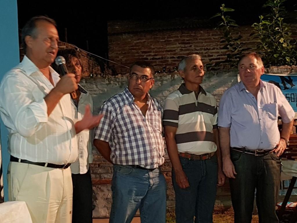 EL INTENDENTE ADALBERTO PAPP COMPARTIÓ UNA CENA CON LA  FAMILIA MALVINENSE