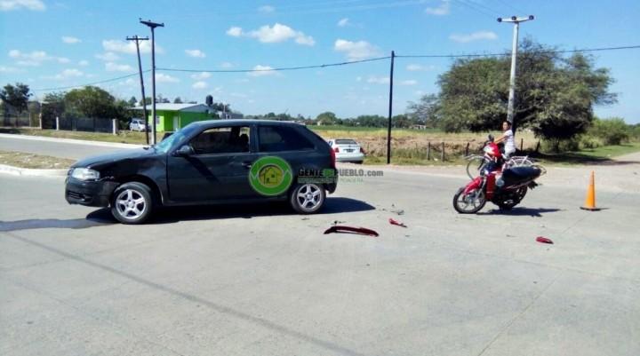 SINIESTRO VIAL ENTRE UNA MOTOCICLETA Y UN AUTOMÓVIL