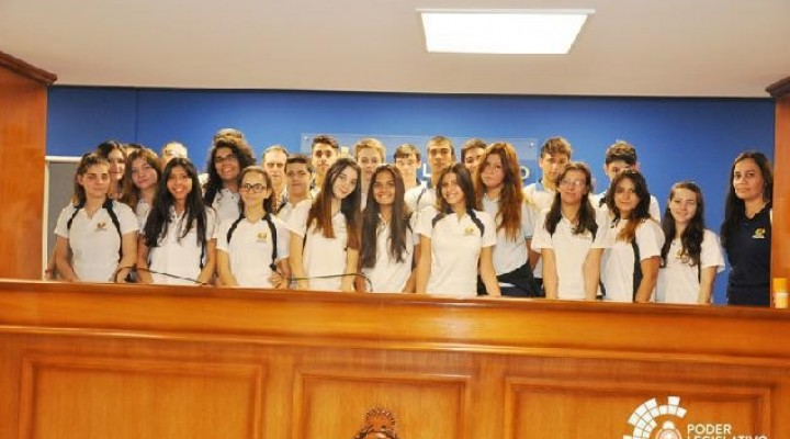 ALUMNOS DEL INSTITUTO ADVENTISTA VISITARON EL PODER LEGISLATIVO