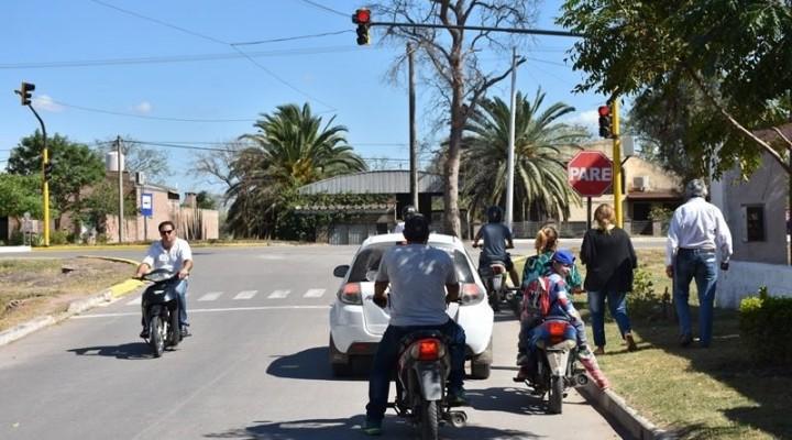 ACERTADA IMPLEMENTACIÓN DE SEMÁFOROS EN PUNTOS ESTRATÉGICOS DE LA CIUDAD