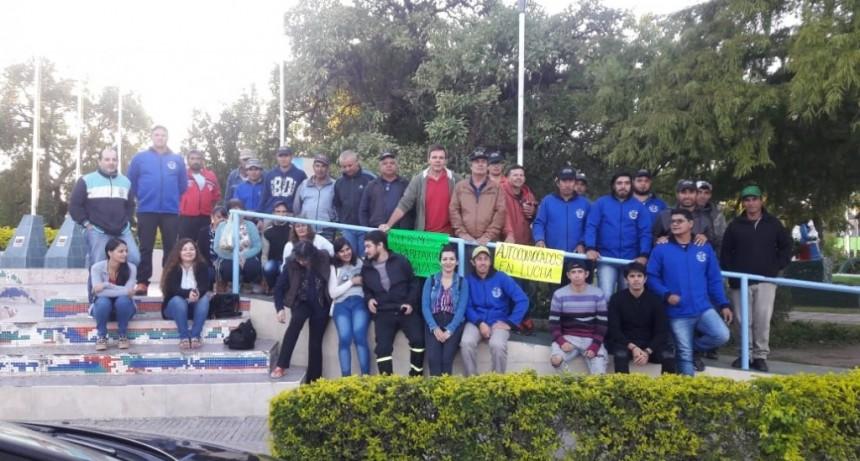 EMPLEADOS MUNICIPALES DE SAN BERNARDO SE AUTOCONVOCARON FRENTE A LA PLAZA