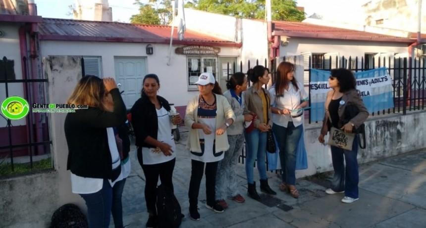 DOCENTES BLOQUEAN EL INGRESO A LA REGIONAL EDUCATIVA