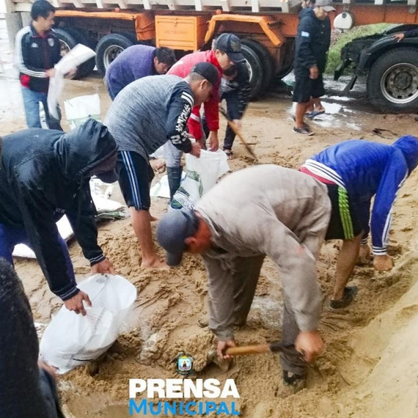 SAN BERNARDO INTENSAS TAREAS PARA AYUDAR A LOS VECINOS ANTES LAS PRECIPITACIONES