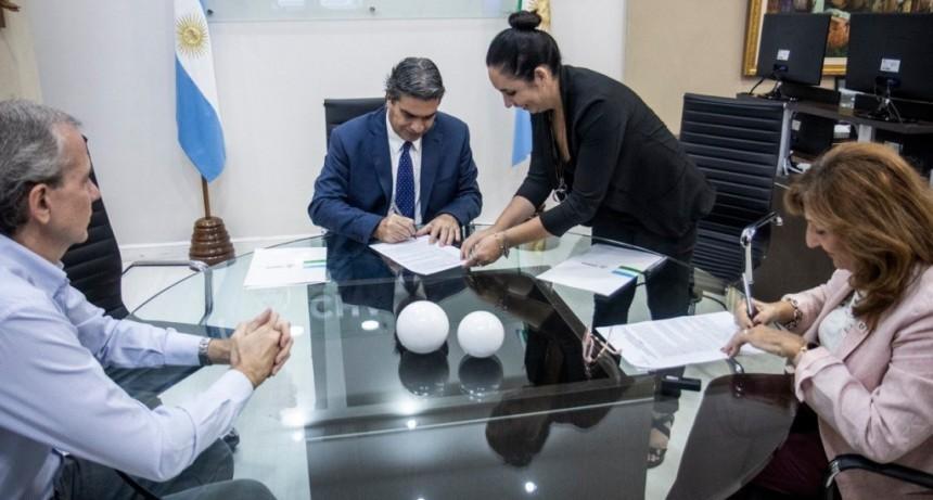 """CAPITANICH FIRMÓ CONVENIOS PARA AUMENTAR LA DETECCIÓN DE CASOS DE CORONAVIRUS """"CON TECNOLOGÍA DE PUNTA Y MANO DE OBRA CALIFICADA"""""""