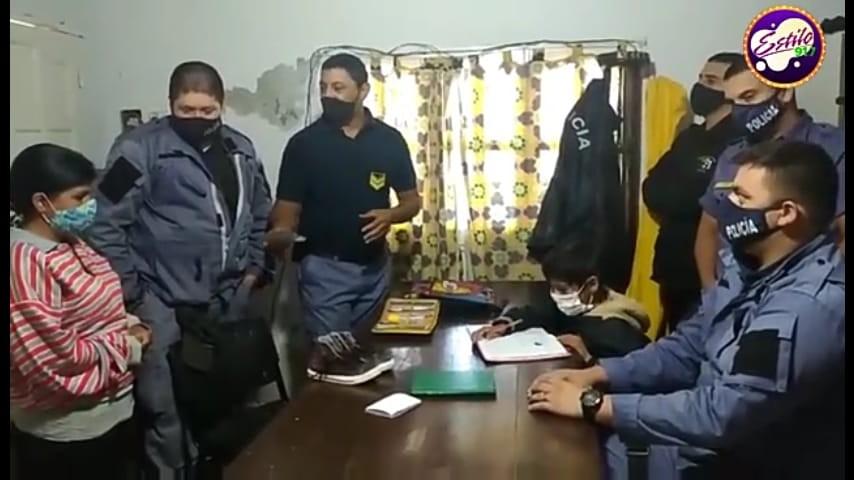 CANSADA DE QUE SU HIJO NO HICIERA LA TAREA LE PIDIÓ AYUDA A LA POLICÍA