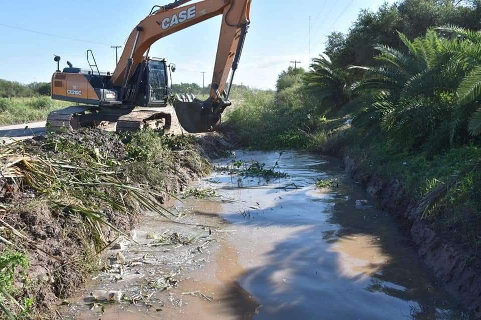 ARDUO TRABAJO DEL MUNICIPIO EN LA LIMPIEZA DE CANALES Y ALCANTARILLAS