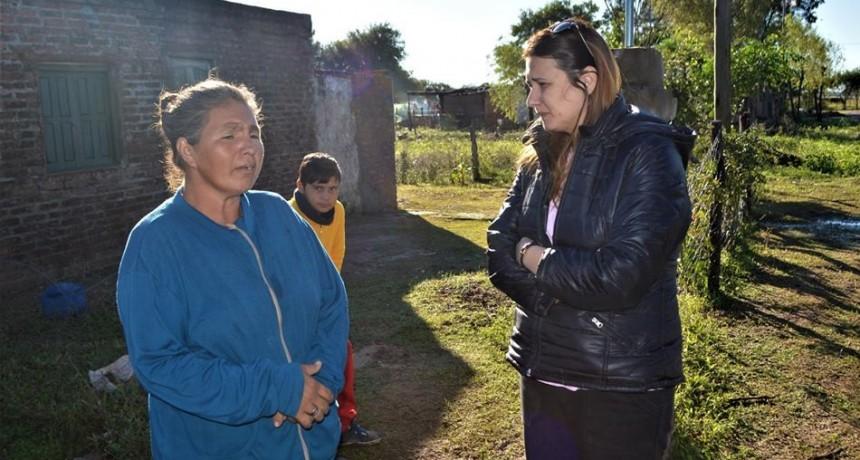 EL MUNICIPIO DE SAN BERNARDO ASISTIÓ A UNA FAMILIA QUE VIVÍA EN UNA CARPA