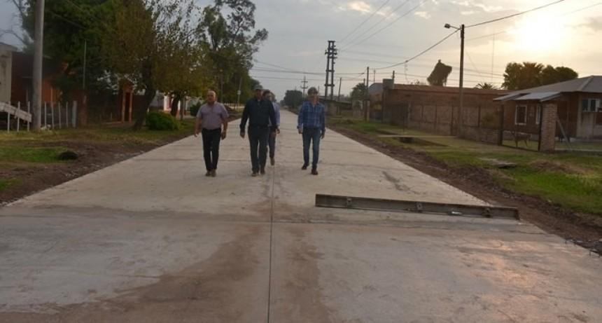 AVANZA OBRA DE PAVIMENTACIÓN EN CALLE AVENIDA DEL TRABAJO EN VILLA ÁNGELA