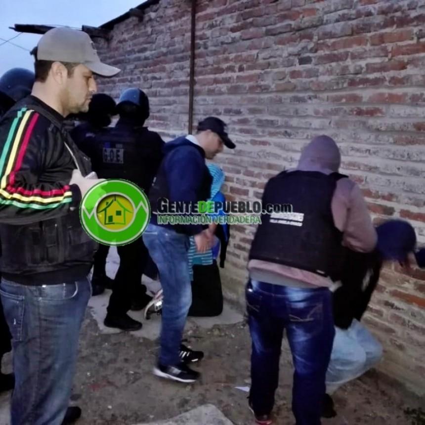 """""""PELA"""" Y """"DIBU"""" ESTABAN ESCONDIDOS EN VILLA """"LOS HORNOS"""""""