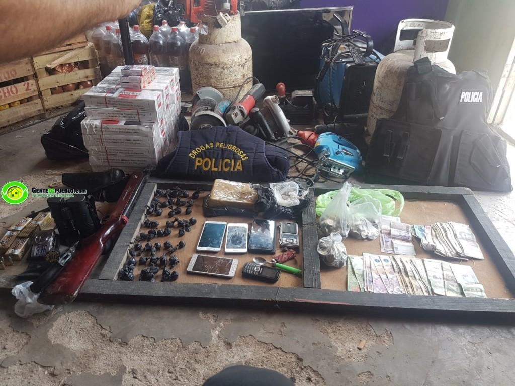 DESBARATAN UN CENTRO DE DROGA, PERO ADEMÁS SECUESTRARON ARMAS, DINERO, CIGARRILLO Y VARIOS ELEMENTOS ROBADOS