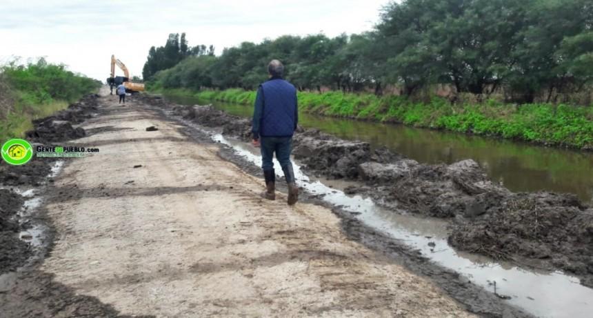 EL MUNICIPIO CON FONDOS PROPIOS REALIZO LA DESOBSTRUCCIÓN DEL CANAL DE LA COLONIA JUAN JOSÉ PASO