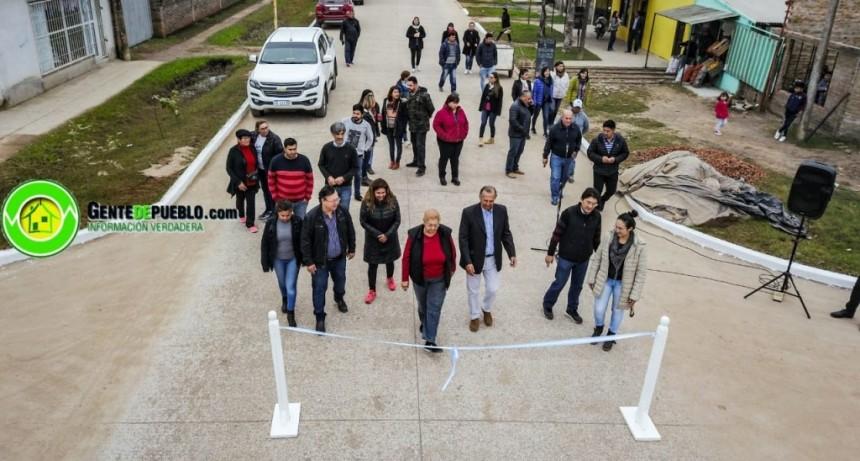 PESE A LOS CONDICIONAMIENTOS ECONÓMICOS HOY SE INAUGURO 600 METROS DE PAVIMENTO EN CALLE ESPAÑA