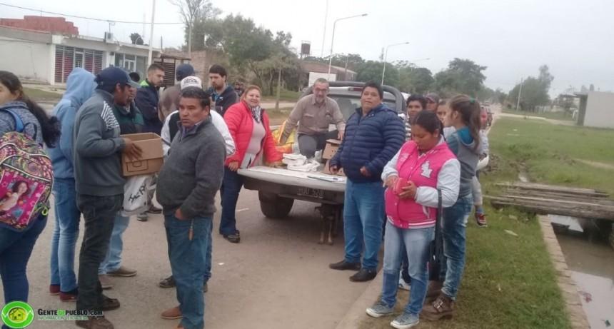 130 FAMILIAS DE LADRILLEROS FUERON BENEFICIADAS CON 1300 POLLITOS