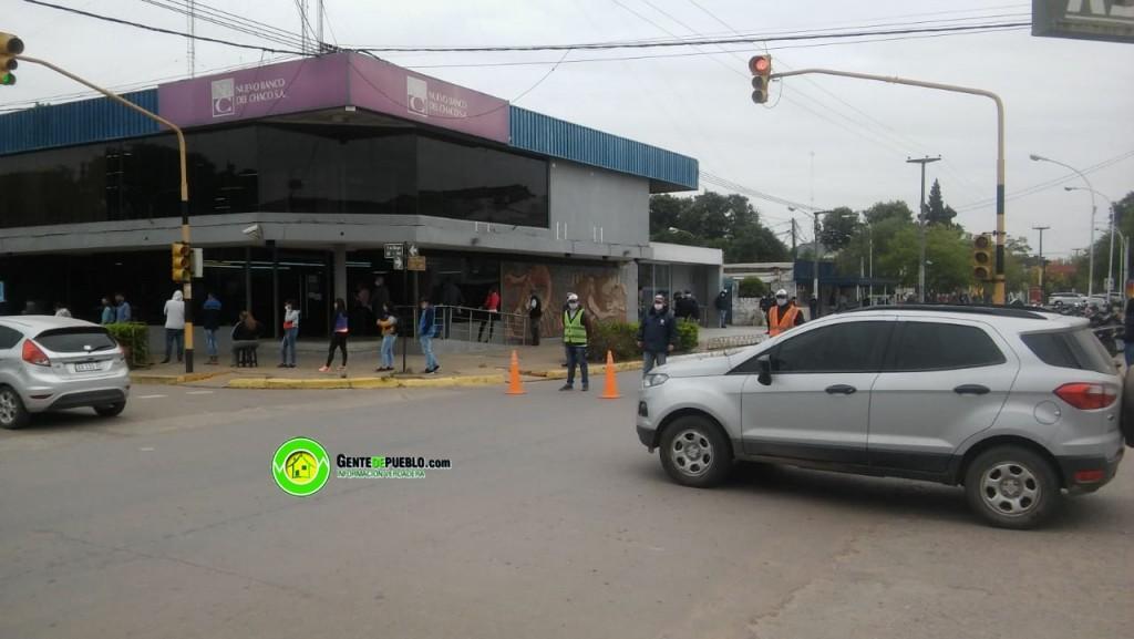 SEGUNDO DÍA DE PAGO DEL IFE EN EL NBCH SE REPITEN LAS LARGAS FILAS