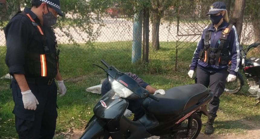 FUE A VERIFICAR SU MOTOCICLETA PERO SE LA SECUESTRARON PORQUE EL MOTOR TENIA PEDIDO DE SECUESTRO