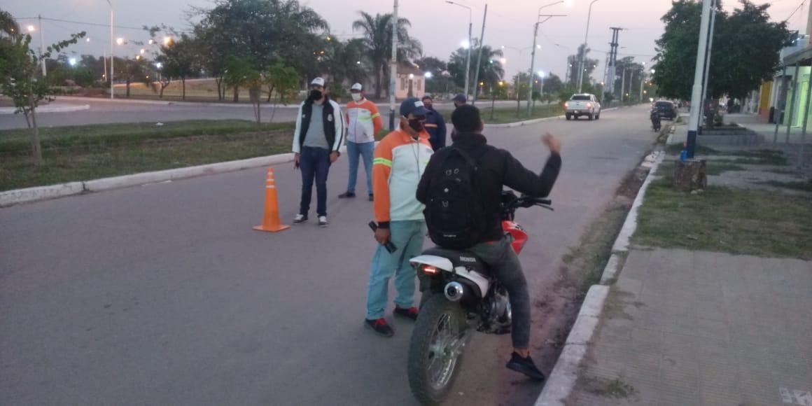SI ANDAS SIN CASCO Y SIN BARBIJO DESDE HOY SE RETIENEN LA MOTOCICLETAS