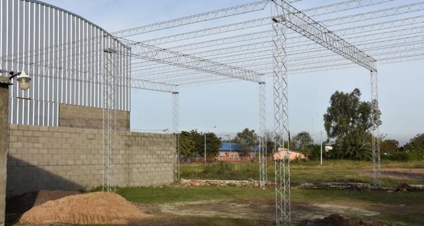PAPP LE PROMETIO A LOS HEROES DE MALVINAS LA CONSTRUCCION DE UN TINGLADO Y LA OBRA YA ESTA EN MARCHA