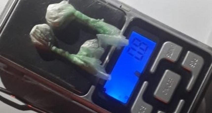 EL 911 DETUVO A UN HOMBRE DE 31 AÑOS QUIEN CIRCULABA CON 2 BOCHITAS DE COCAÍNA
