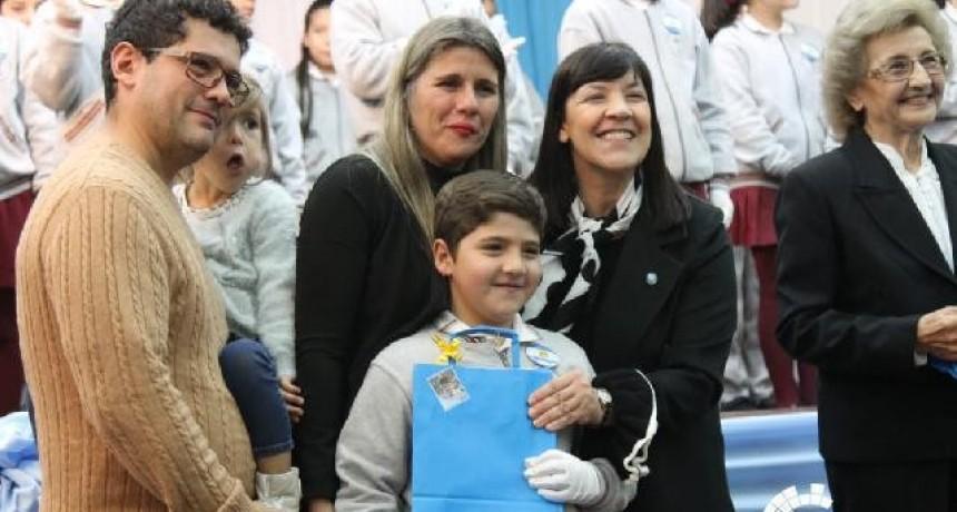 """CUESTA: """"LA BANDERA ARGENTINA ES UN SÍMBOLO PATRIO QUE DEBEMOS RESPETAR Y HONRAR TODOS LOS DÍAS"""""""