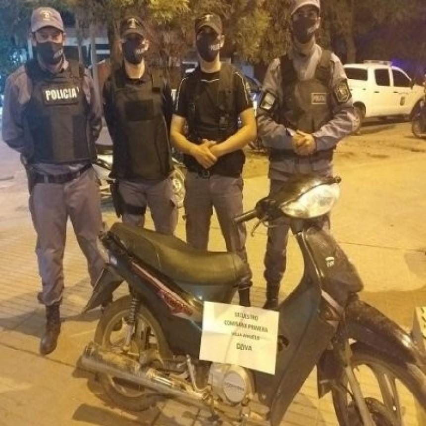 POLICIAS RECUPERAN UNA MOTOCICLETA QUE TENIA PEDIDO DE SECUESTRO DEL 2018