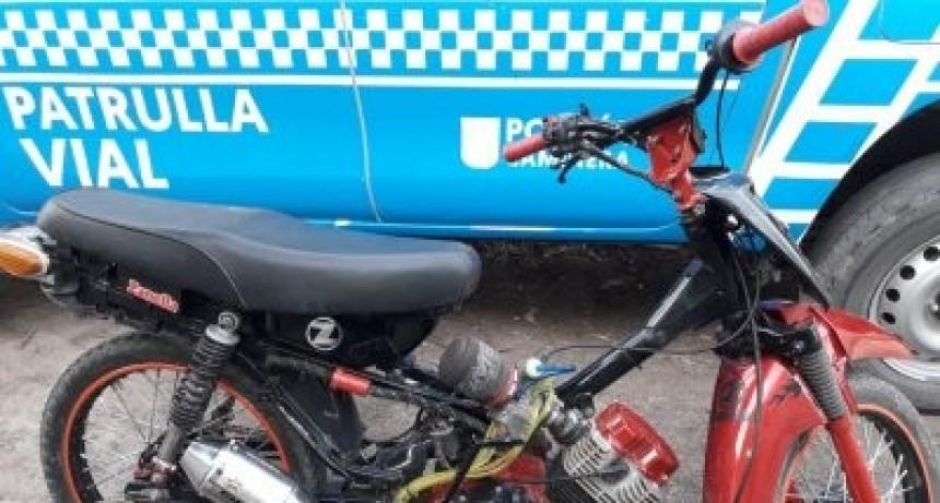 DEMORAN EL PASO DE MOTOCICLISTA QUE CIRCULABA EN RODADO CON ANOMALÍAS
